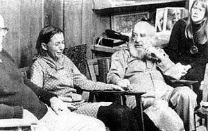 Fritz Perls arbetar i gruppterapi